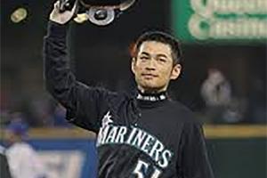 Ichiro Suzuki records his 258th hit in 2004 (COURTESY OF MLB.COM)