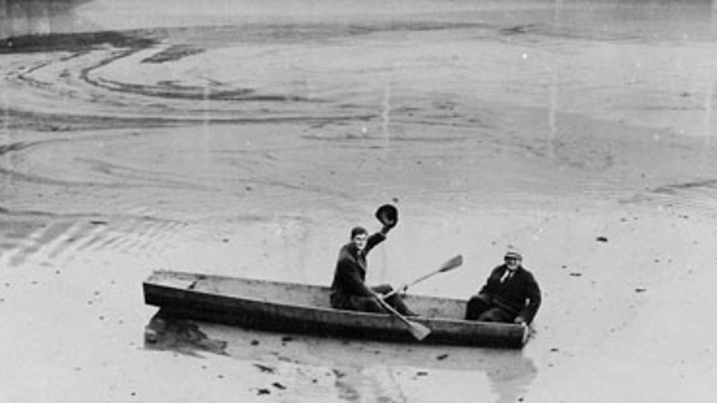 Cincinnati Reds pitchers Lee Grissom, left, and Gene Schott row a boat through center field at Crosley Field during the Ohio River floods in 1937 (MLB.COM)