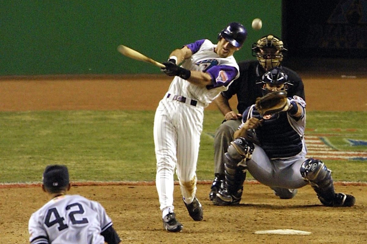 Luis Gonzalez wins Game 7 of the 2001 World Series (MLB.COM)
