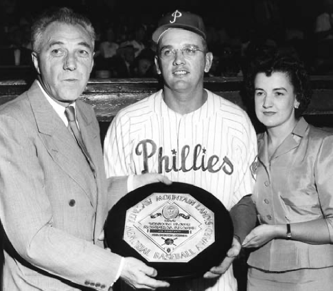 Jim Konstanty receiving his 1950 MVP award from Ford Frick, then president of the National League. (NATIONAL BASEBALL HALL OF FAME LIBRARY)