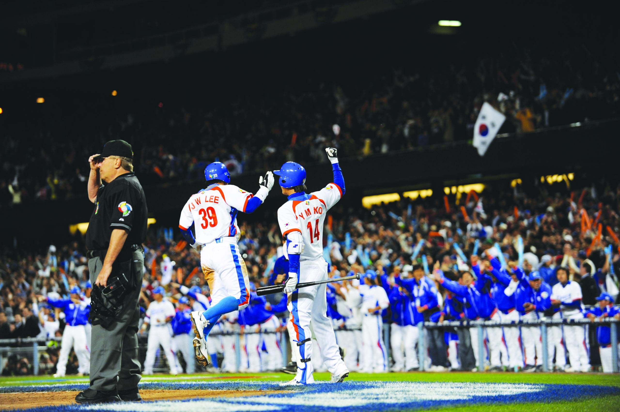 Team Korea celebrates during the 2009 World Baseball Classic final at Dodger Stadium (JUAN OCAMPO / LOS ANGELES DODGERS)
