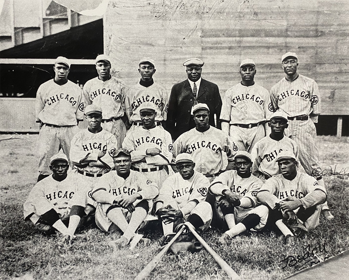 1921 Chicago American Giants team with manager Rube Foster in the top row in street clothes. (SABR-RUCKER ARCHIVE)