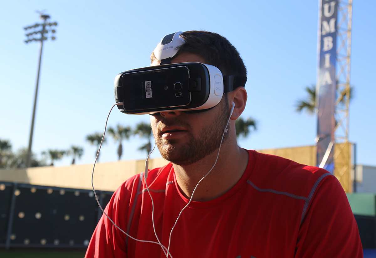 Lucas Giolito trying out VR during spring training in 2016 (ARTURO PARDAVILA III / WIKIMEDIA COMMONS)
